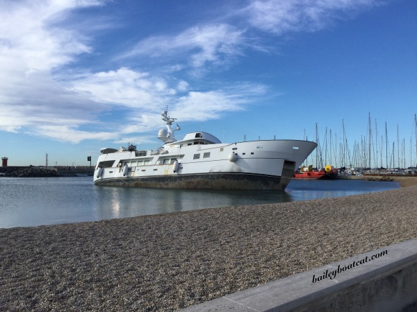 35 metre motorboat aground