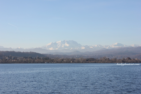 mountains-on-the-lake